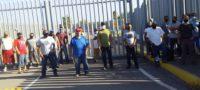 Ex trabajadores realizan plantón en Minera del Norte; exigen el pago de su finiquito