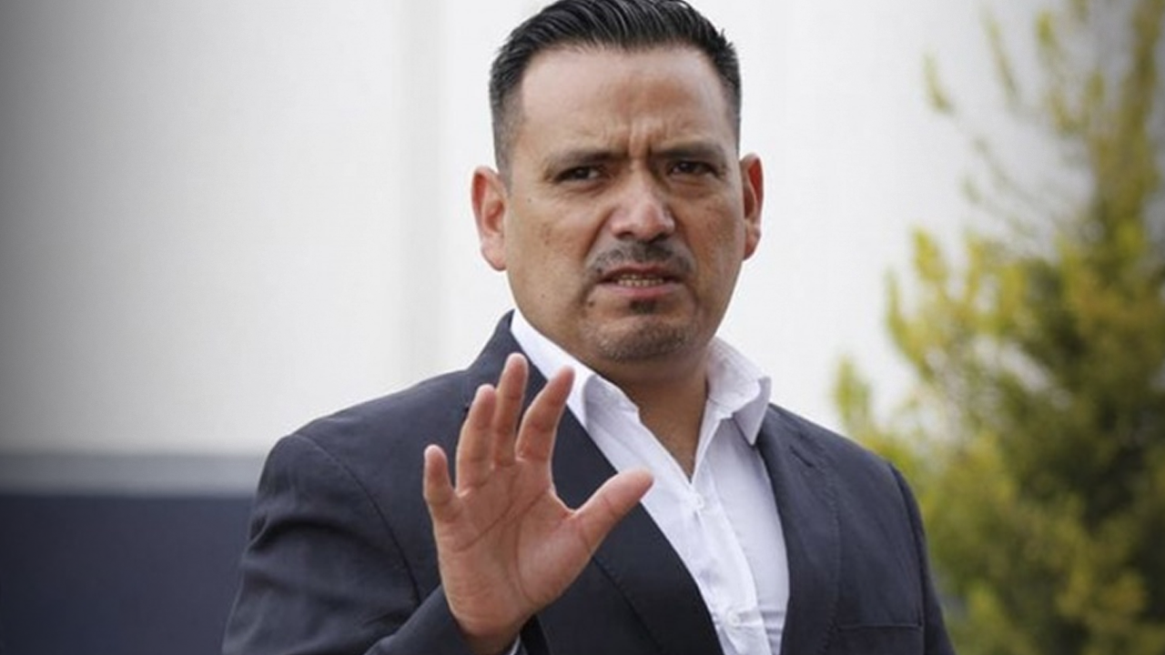 Jefe de policía renuncia a su puesto tras agredir a su pareja
