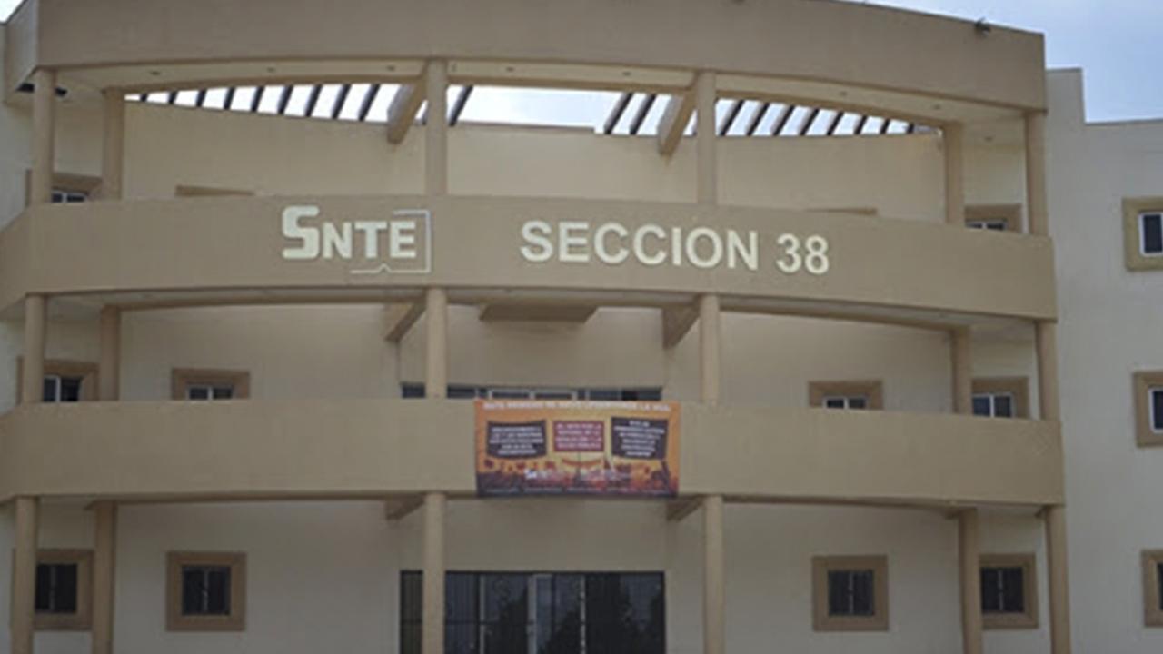 Reclaman 700 jubilados de la Sección 38 del SNTE pago del Fondo de Retiro