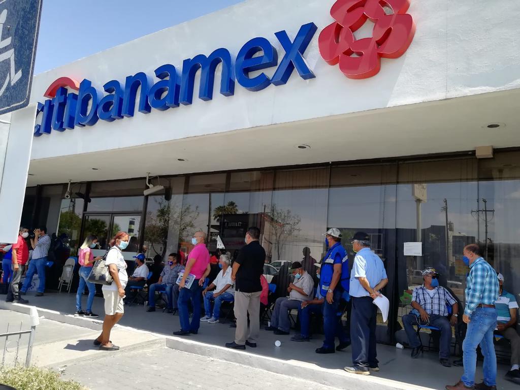 Obligan a banamex a abrir su sucursal nuevamente en la zona centro.