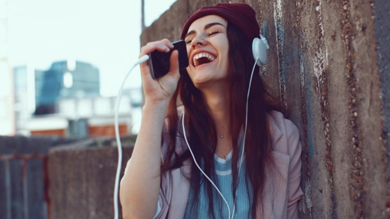 Google anuncia nueva función que puede identificar una canción con solo tararear