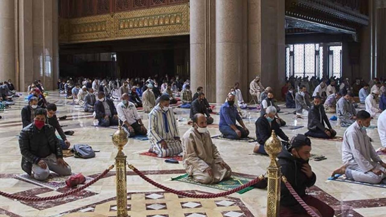 Marruecos recurre al distanciamiento social y reabre 10 mil mezquitas pese a Covid-19