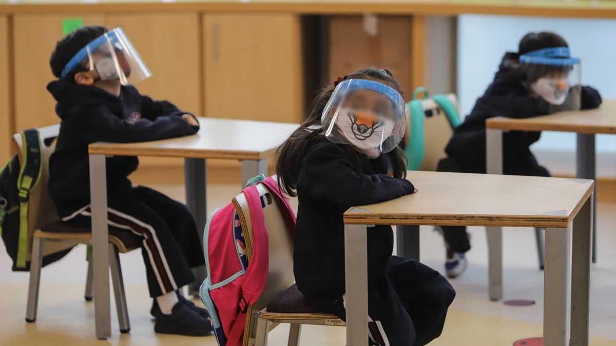 15 días después de que se vacunen los maestros, alumnos podrían regresar a las aulas: SEP