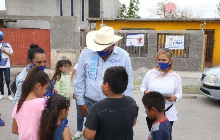 Lleva Javier Liñán festejó a niños hasta su domicilio