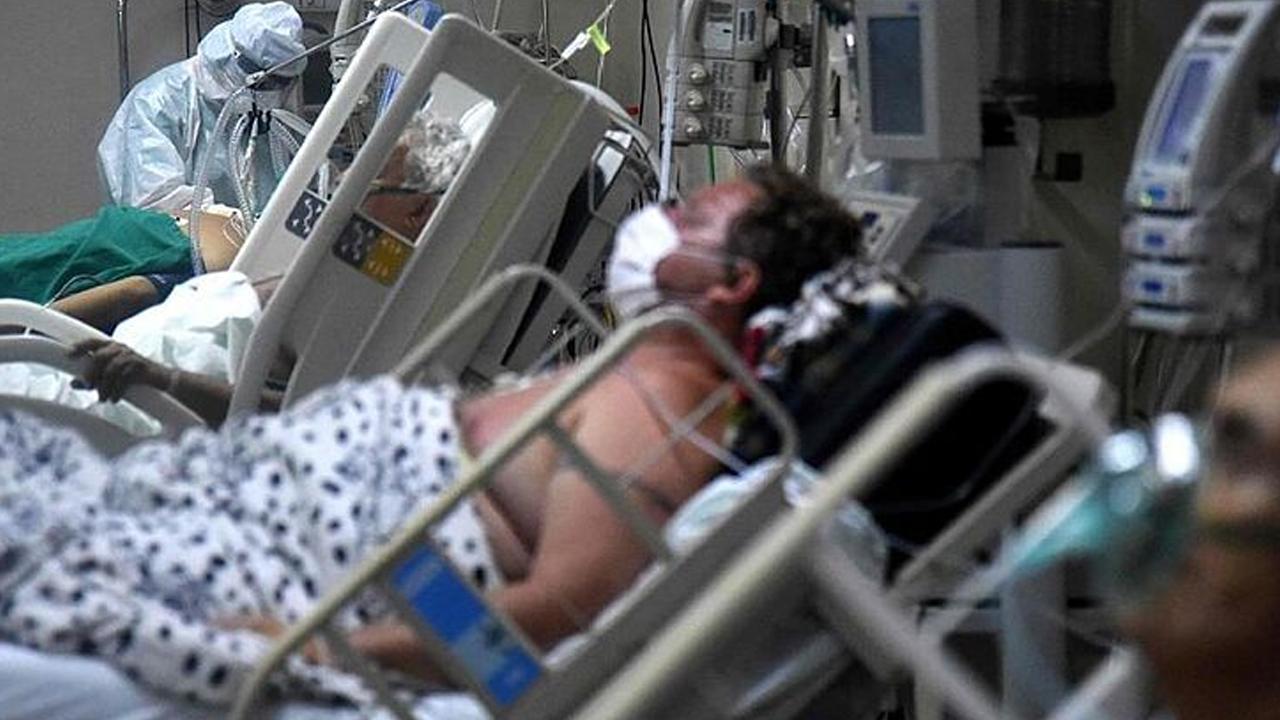 Abuelito ofrece su cama de hospital a un joven; el anciano estaba en situación crítica por covid