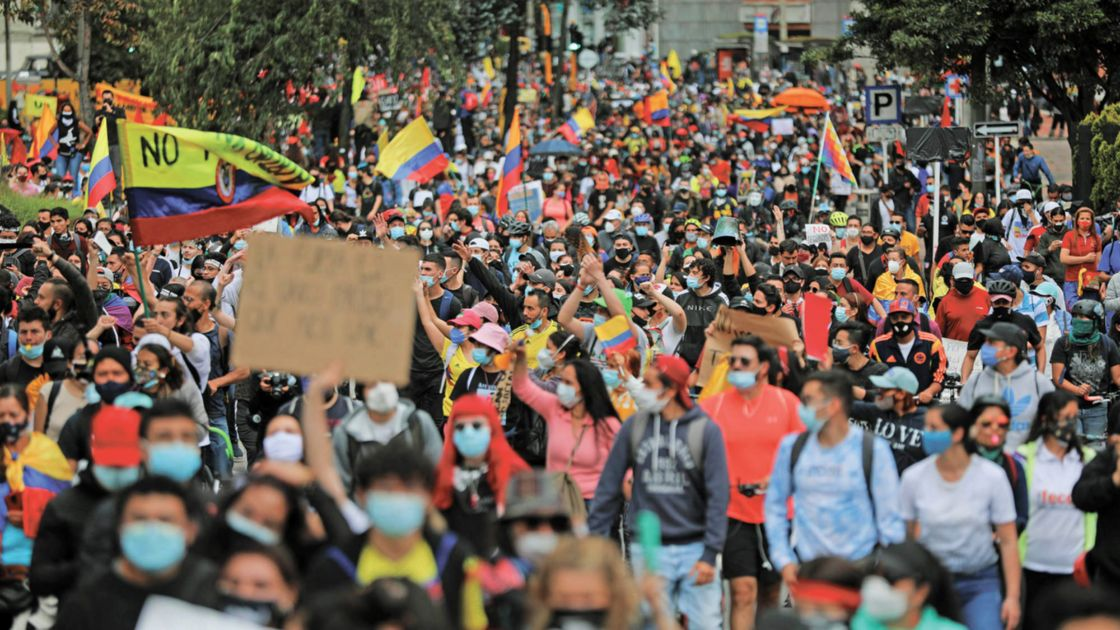 España llama a la calma y al diálogo en Colombia