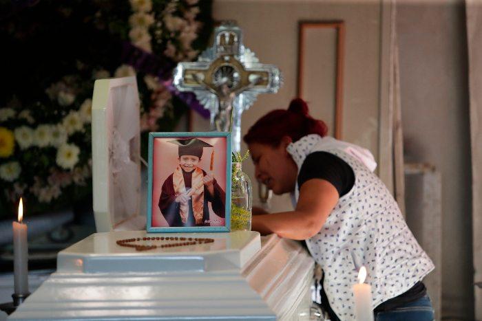 No te vayas, estoy devastada por mi niño; llora familia muerte de Brandon, fallecido en L12