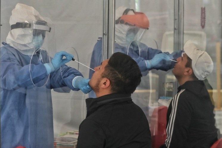 Confirman 13 contagios de variante de COVID-19 de India en SLP; fue en un fiesta