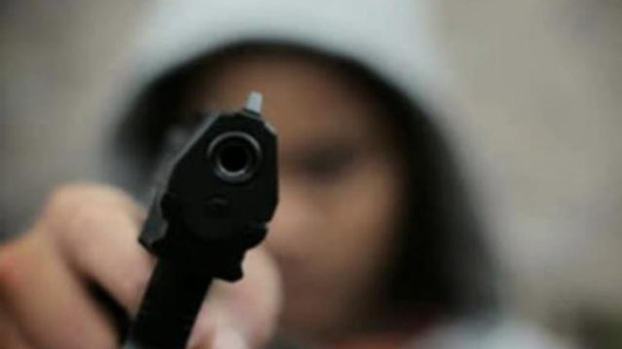 Hombre dispara en contra de su propio hermano, pero termina hiriendo a una niña