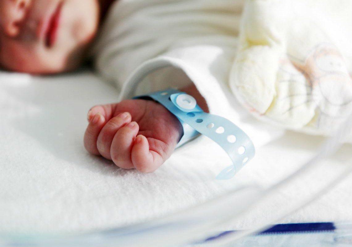 Bebito de 3 meses va a dar al hospital por maltrato en Saltillo; familia inventa robó