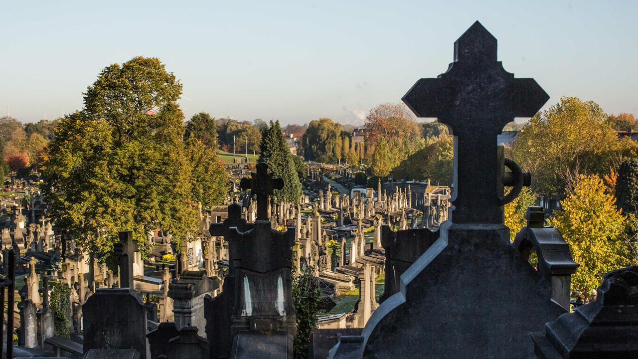 Jovencita de 14 años fue violada en grupo en un cementerio; decidió suicidarse tras la agresión