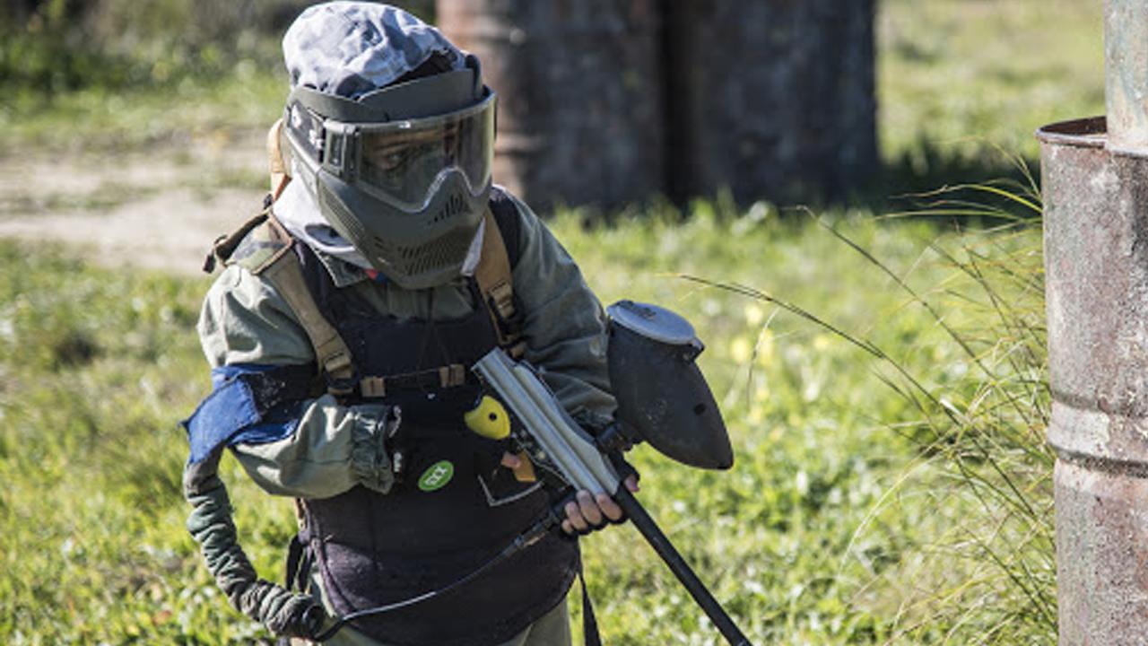 Niño de 10 años juega con pistola de pintura y acaba siendo herido por una de verdad