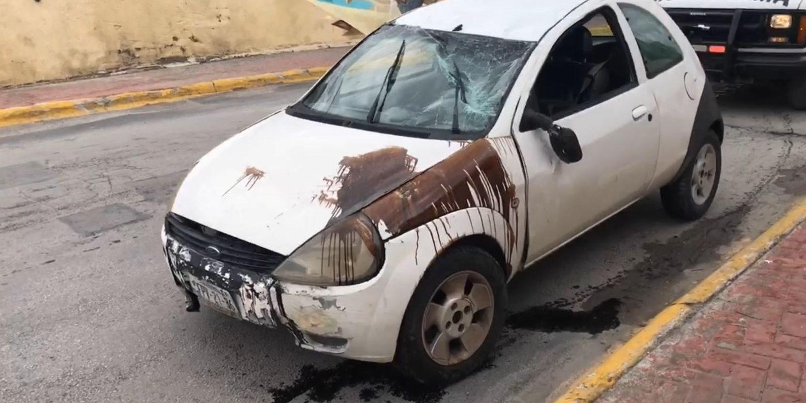 Vuelcan en un Ford KA en calle Hidalgo de Monclova