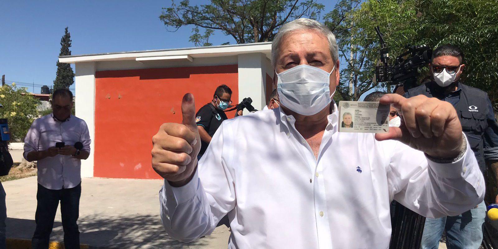 Emite su voto Chema Fraustro candidato del PRI a la alcaldía de Saltillo