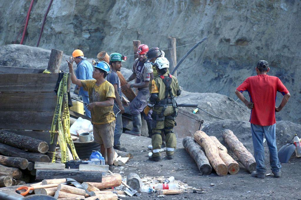 Continuarán los trabajos de rescate hasta encontrar a los 3 mineros