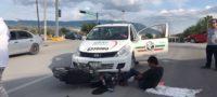 Policiaca: Con fractura expuesta de tobillo queda motociclista, al ser arrollado por taxi en Monclova
