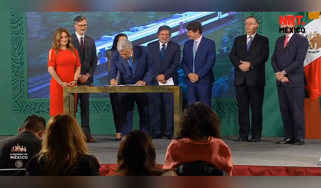 Se cumplirá con el presupuesto; AMLO firma compra de vagones para el Tren Maya