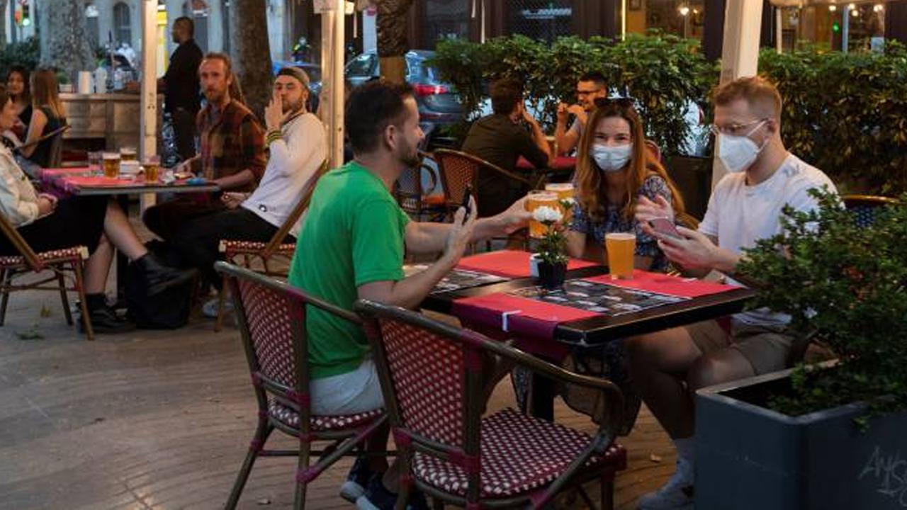 Regiones europeas con pocos casos covid podrán abrir sus bares hasta las 3 de la madrugada