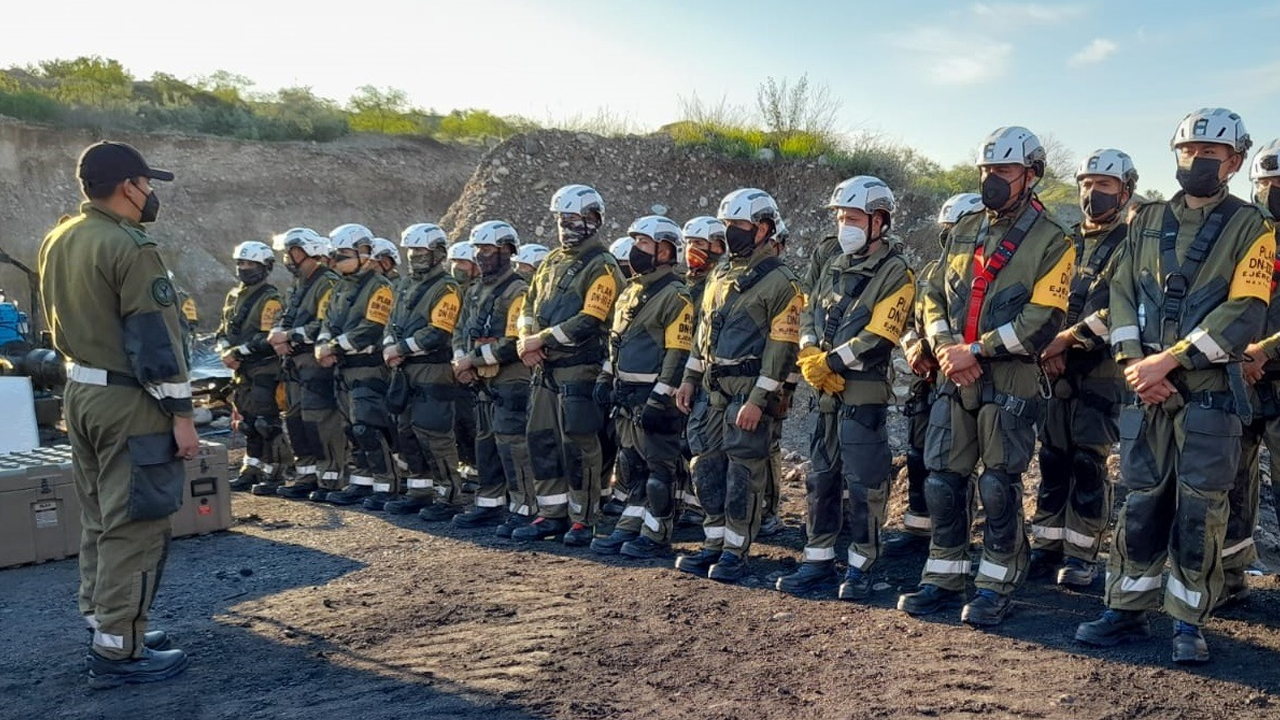 Despliegan a equipo de rescate militar para ayudar en la búsqueda de los mineros