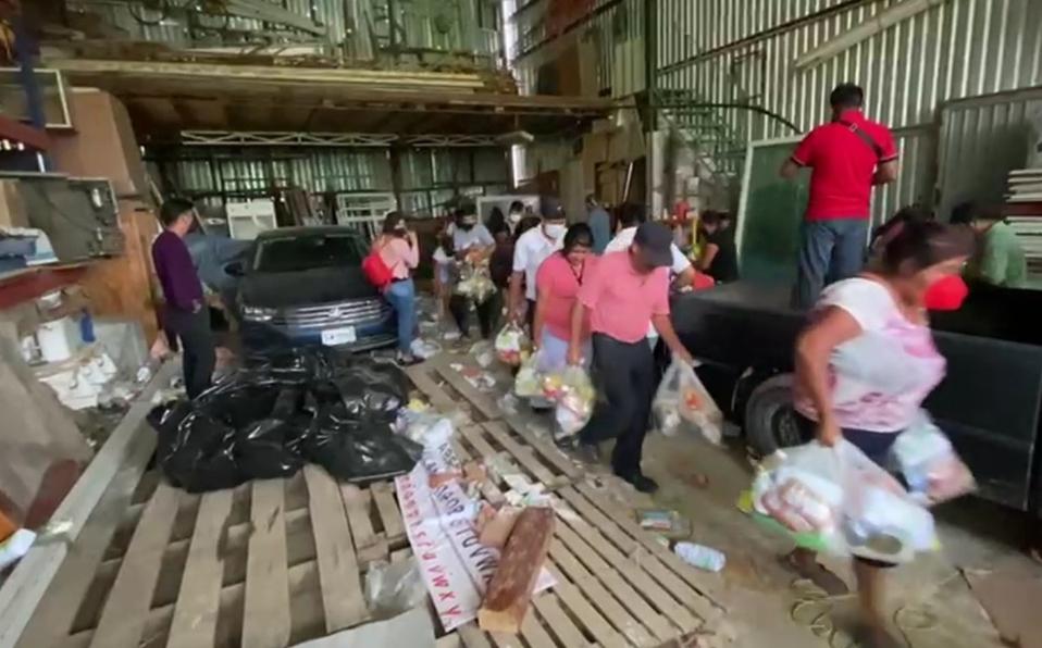 Saquean dos bodegas llenas de despensas de candidatos de Oaxaca