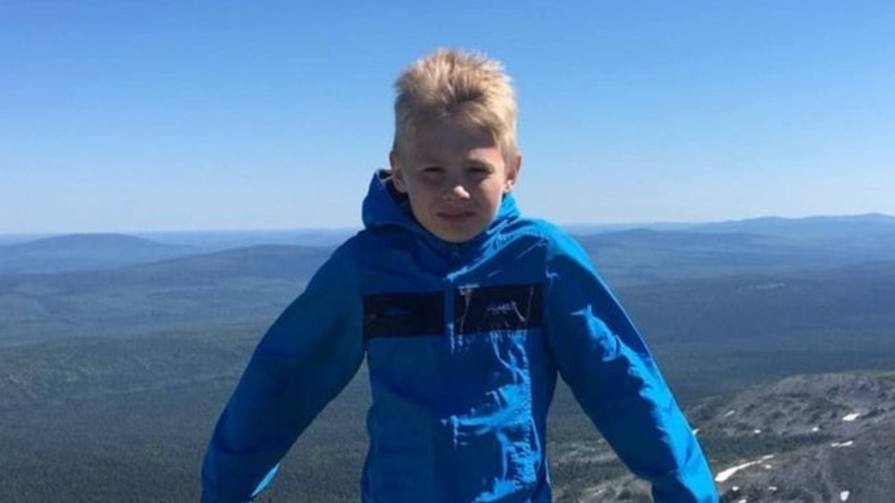 Niño de 9 años se pierde en un bosque y sobrevive solo durante dos días