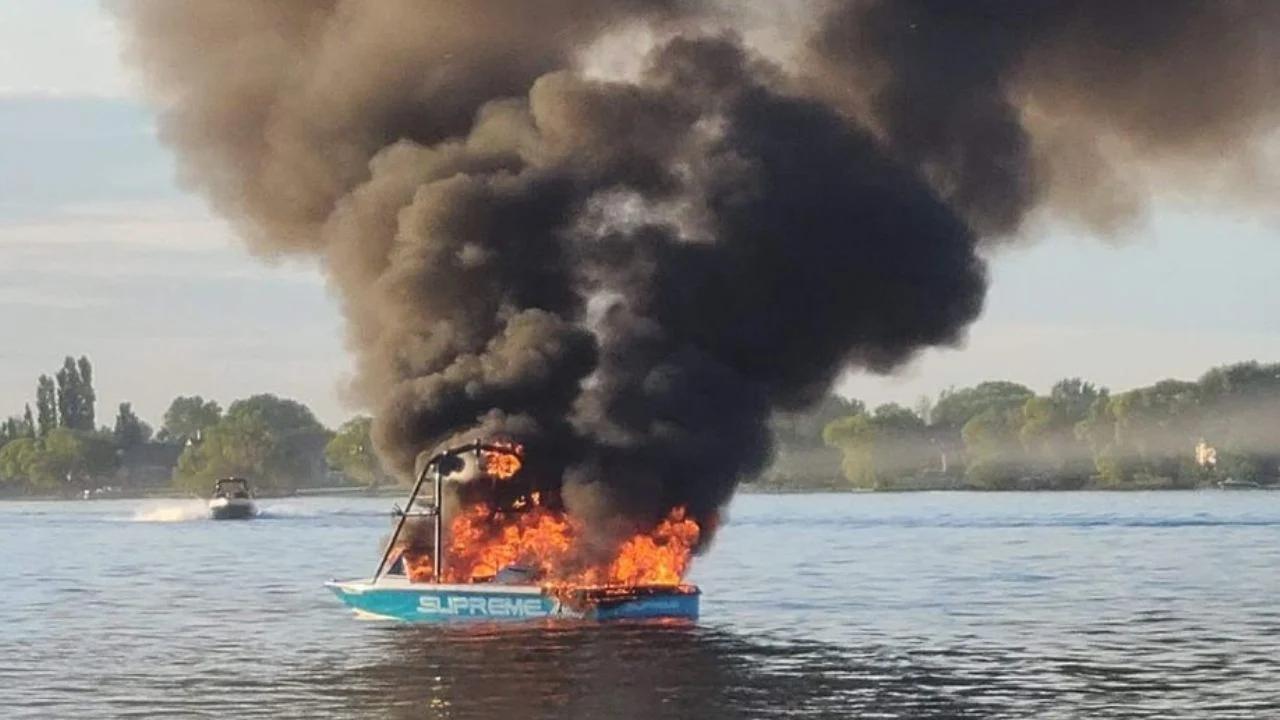 Insultan a tripulantes LGBT, pero su barco comienza a incendiarse y deben ser salvados por los mismos