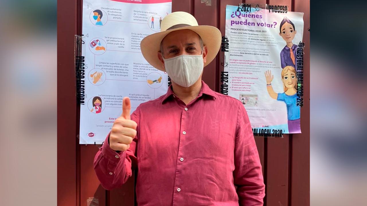 Voté convencido que el sufragio es individual: Acude López Gatell a las casillas