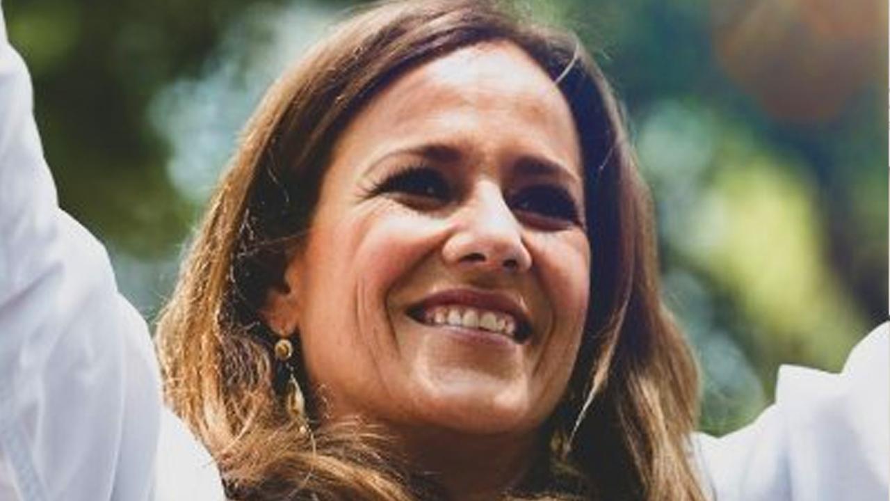 Margarita Zavala, esposa de Felipe Calderón obtiene su constancia de mayoría como diputada federal