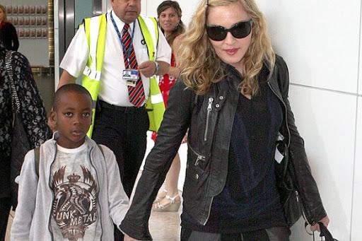 Hijo africano de Madonna debuta como modelo