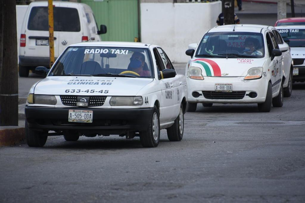 Amenazan taxistas de Monclova con un paro de labores