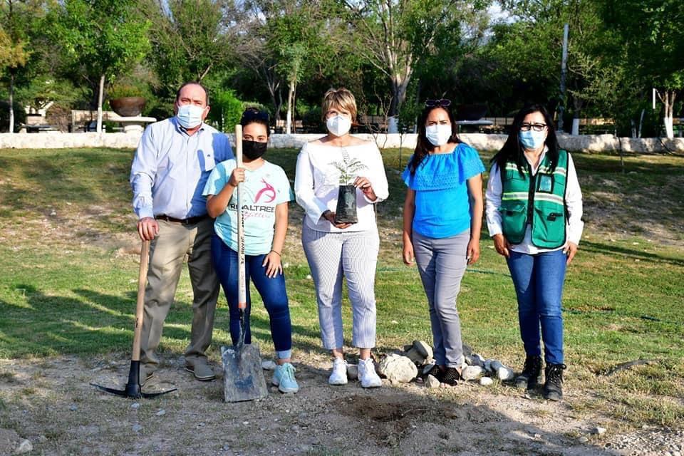 Se suma Yola Cantú a campaña de reforestación