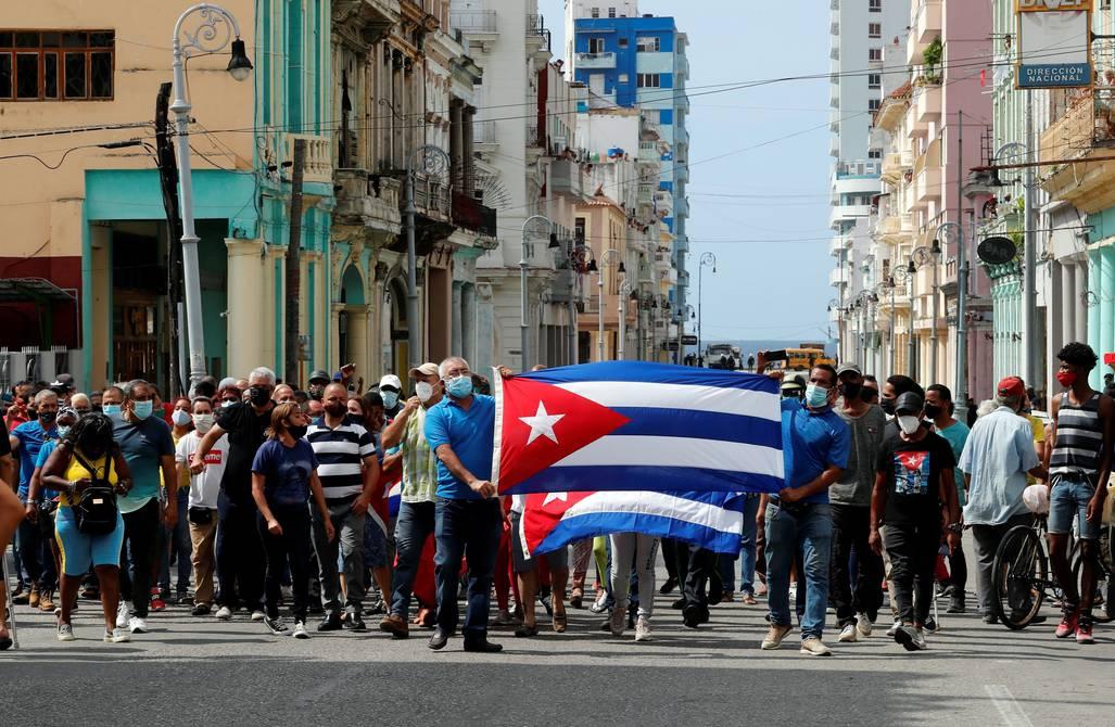 Cubanos cuentan sobre la falta de alimentos, ataques y cortes de internet, en medio de las protestas más grandes de los últimos 27 años