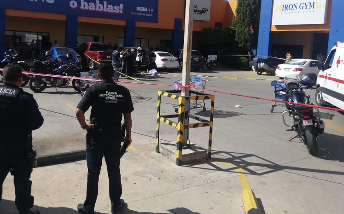 Muere hombre al salir del gimnasio: Hombres armados lo atacaron