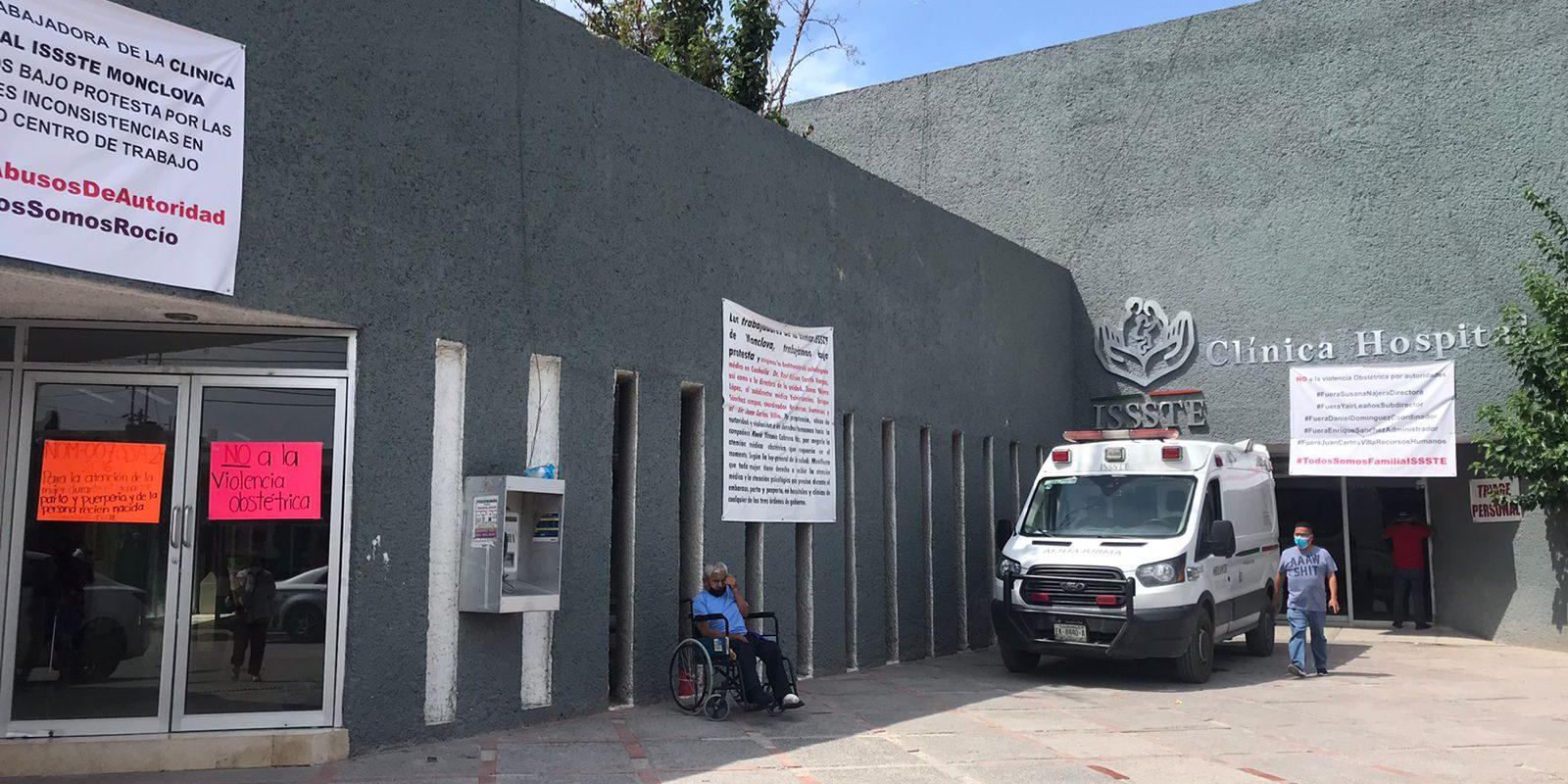 Llevan una semana las mantas acusando de violencia obstétrica a directivos de la Clínica del ISSSTE en Monclova