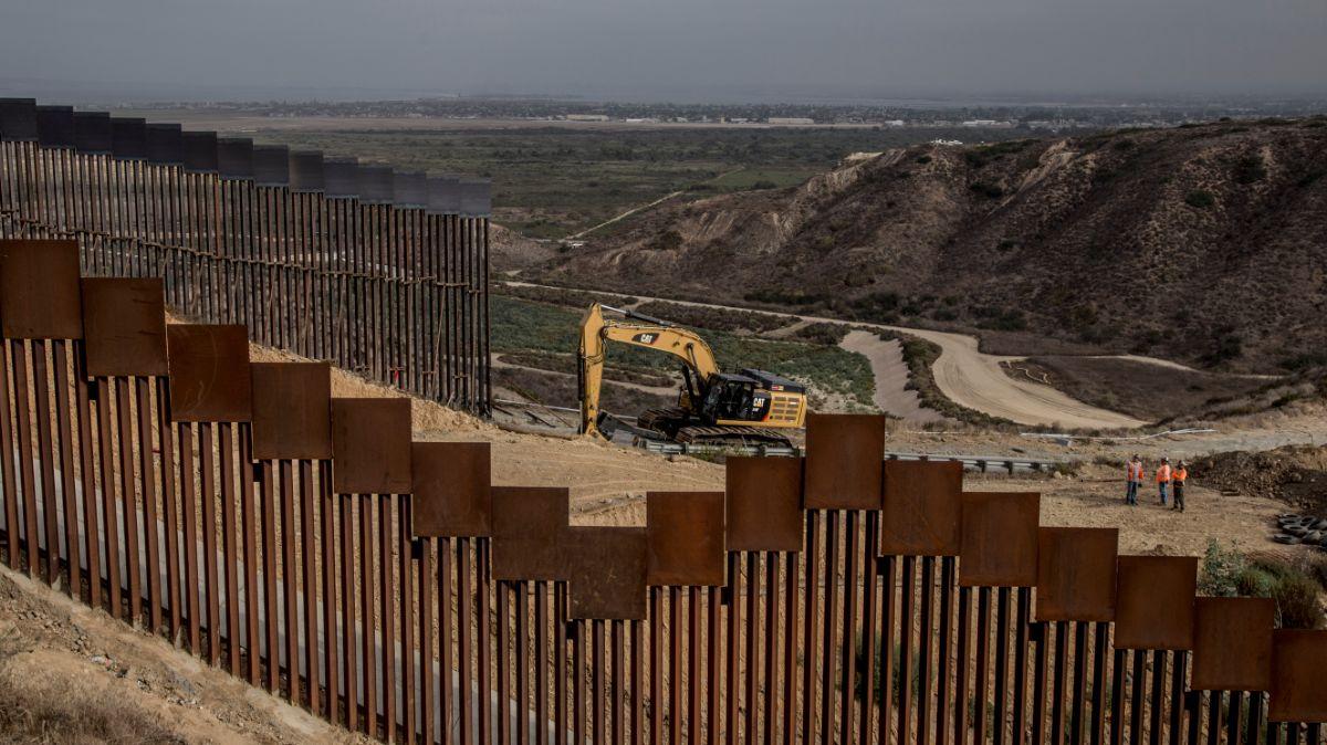Políticas de la administración de Biden están causando una crisis: Fiscal de Arizona exige construcción del muro