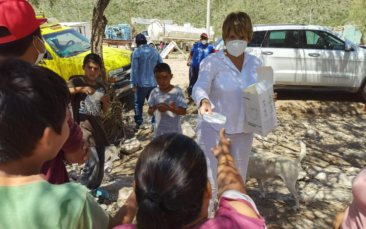 Lleva Yolanda Cantú apoyo a damnificados del Ejido Estanque de León