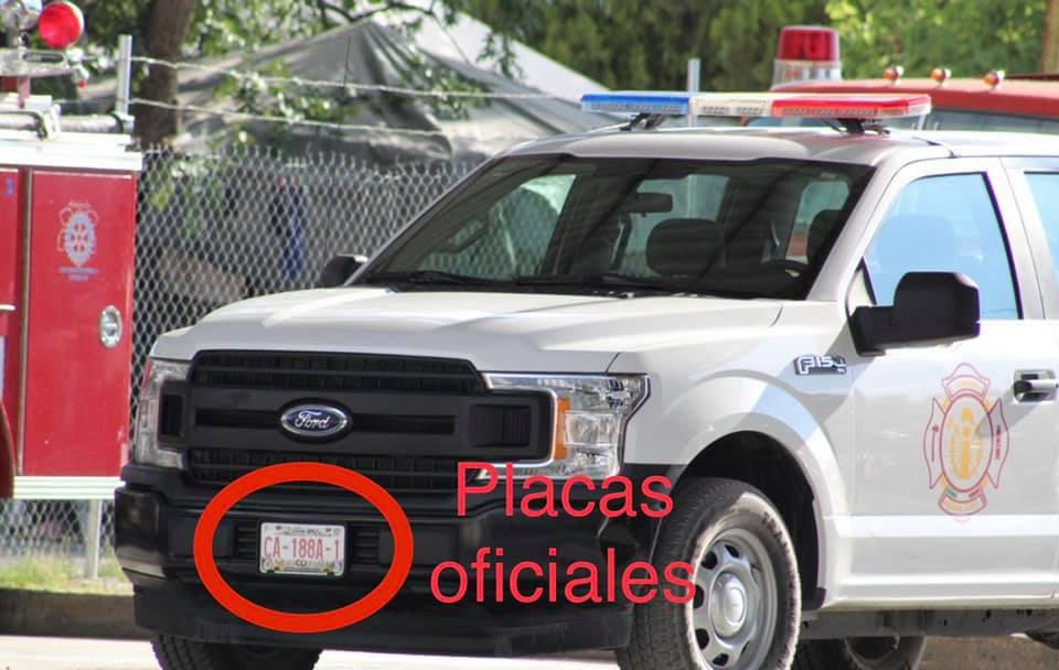 Municipales de Parras circulan con placas 'colgadas'