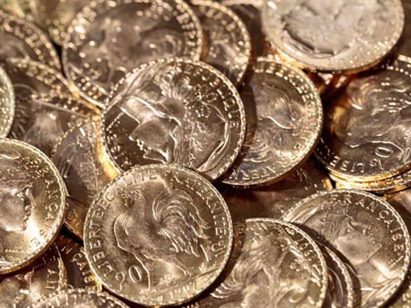 Remodelan su mansión y … hallan cientos de monedas de oro