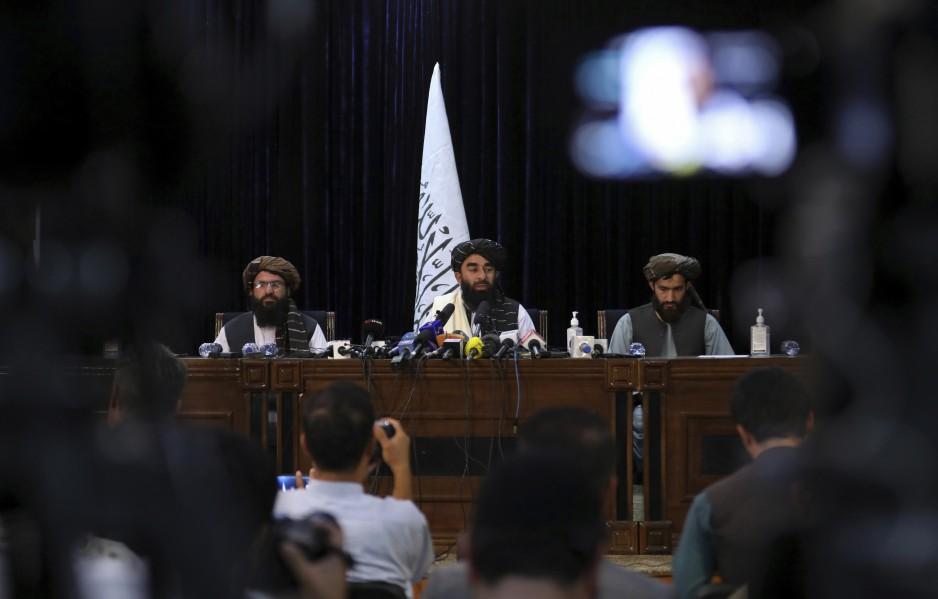 Talibanes presentan a líderes del futuro gobierno en Afganistán