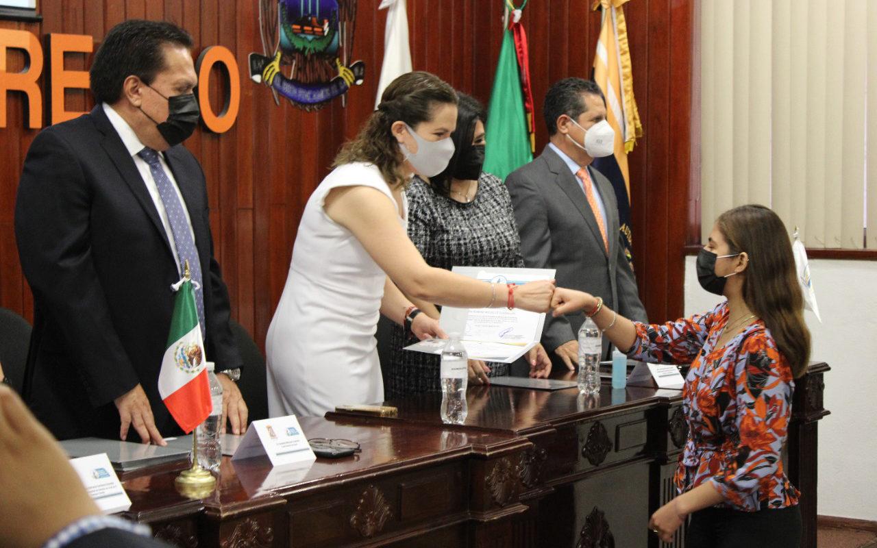 Reciben Estudiantes de la Facultad de Derechos de la UAdeC Certificación como Mediadores Universitarios