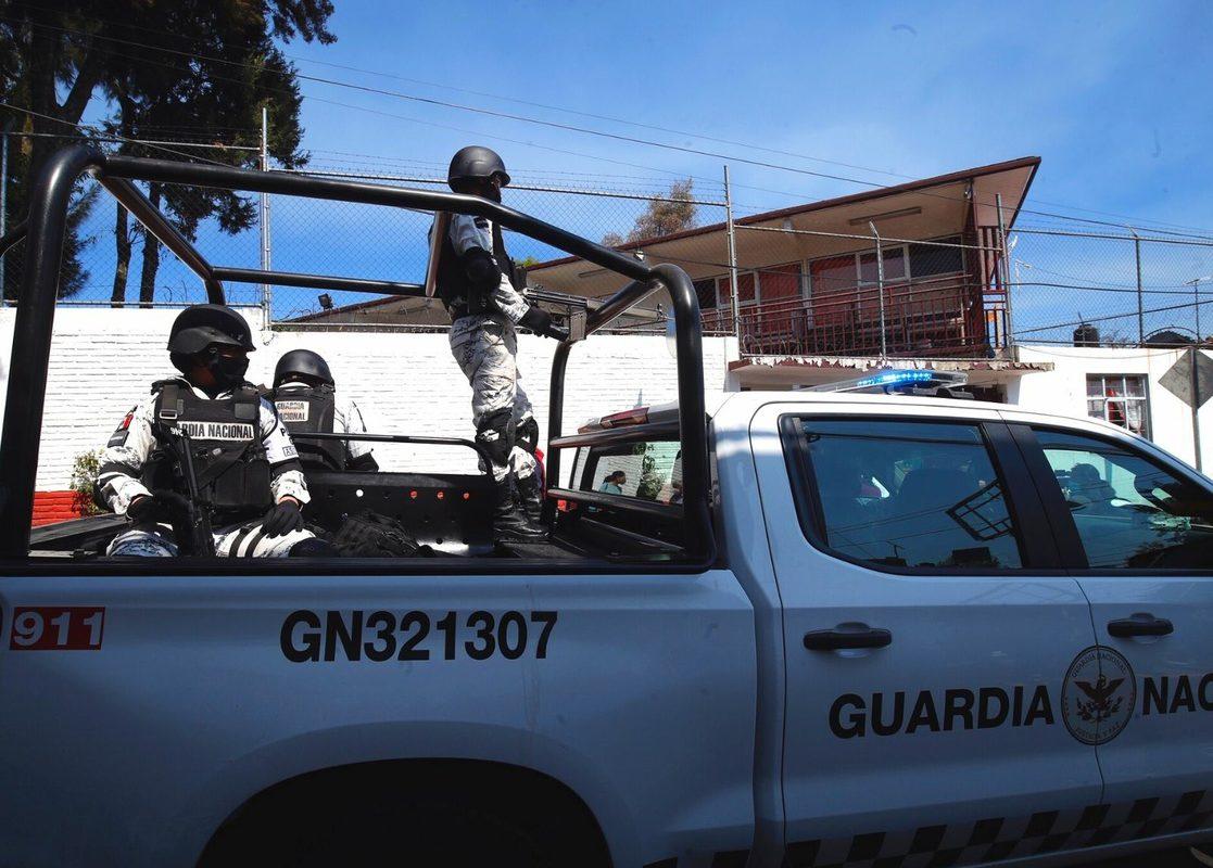 Migrantes atacaron a elementos de la Guardia Nacional; uno resultó herido