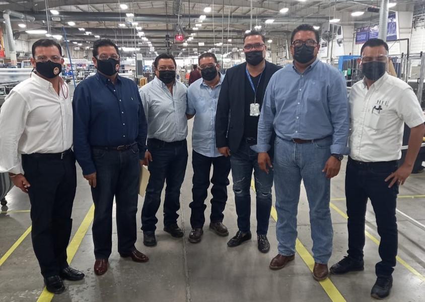 El Alcalde electo de Frontera, Roberto Piña recorrió ayer las instalaciones de la empresa HFI