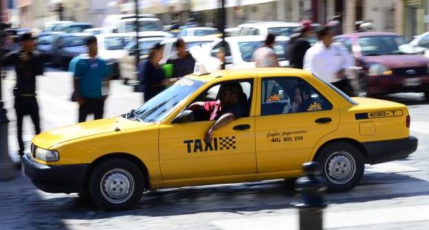 José no pudo salvar al amor de su vida: su esposa murió a bordo de un taxi en Saltillo